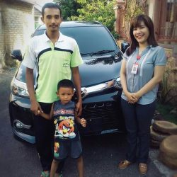 foto-penyerahan-unit-2-sales-marketing-mobil-dealer-toyota-sidoarjo-roca