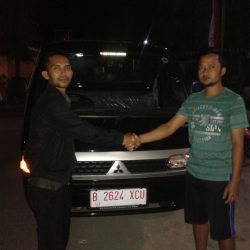 Foto Penyerahan Unit 2 Sales Marketing Mobil Mitsubishi Fendy