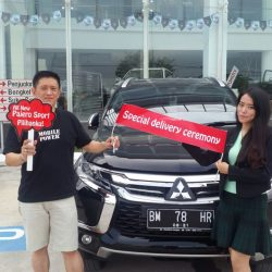 Foto Penyerahan Unit 3 Sales Marketing Mitsubishi Pekanbaru Izumi
