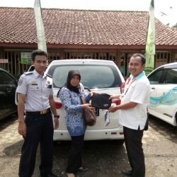 Foto Penyerahan Unit 3 Sales Marketing Mobil Dealer Daihatsu Ciamis Cep Agus