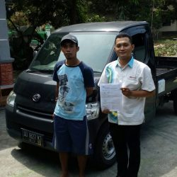 Foto Penyerahan Unit 3 Sales Marketing Mobil Dealer Daihatsu Karanganyar Bowo