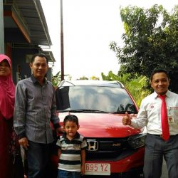Foto Penyerahan Unit 3 Sales Marketing Mobil Dealer Honda Eko