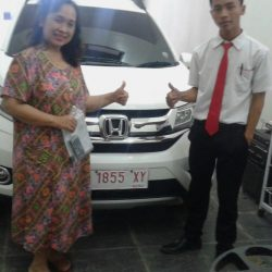 Foto Penyerahan Unit 3 Sales Marketing Mobil Dealer Honda Jember Heru