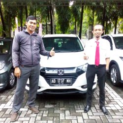 Foto Penyerahan Unit 3 Sales Marketing Mobil Dealer Honda Solo Wahyu