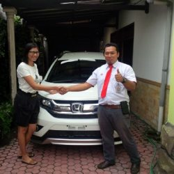 Foto Penyerahan Unit 3 Sales Marketing Mobil Dealer Honda Trenggalek Hendro