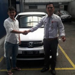 Foto Penyerahan Unit 3 Sales Marketing Mobil Dealer Mobil Honda Kuningan Ronald