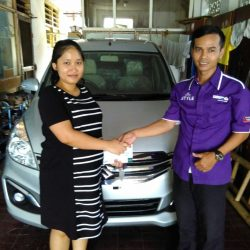 Foto Penyerahan Unit 3 Sales Marketing Mobil Dealer Suzuki Jaka