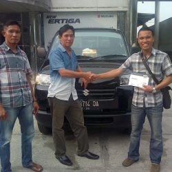 Foto Penyerahan Unit 3 Sales Marketing Mobil Dealer Suzuki Medan Leonard