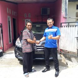 Foto Penyerahan Unit 3 Sales Marketing Mobil Dealer Suzuki Sofyan