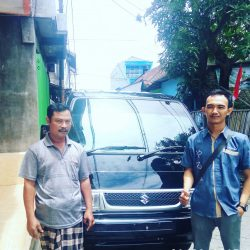 Foto Penyerahan Unit 3 Sales Marketing Mobil Dealer Suzuki Surabaya Bayu