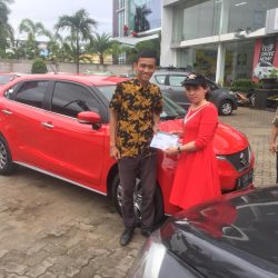 Foto Penyerahan Unit 3 Sales Marketing Mobil Dealer Suzuki Wisnu