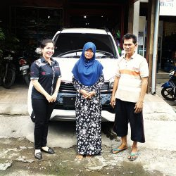 foto-penyerahan-unit-3-sales-marketing-mobil-dealer-toyota-sidoarjo-roca