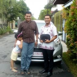 Foto Penyerahan Unit 4 Sales Marketing Mobil Dealer Daihatsu Karanganyar Bowo