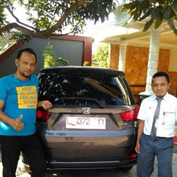 Foto Penyerahan Unit 4 Sales Marketing Mobil Dealer Honda Eko
