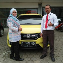 Foto Penyerahan Unit 4 Sales Marketing Mobil Dealer Honda Subang Ryan