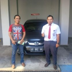 Foto Penyerahan Unit 4 Sales Marketing Mobil Dealer Honda Trenggalek Hendro