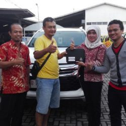 foto-penyerahan-unit-4-sales-marketing-mobil-dealer-mitsubishi-kediri-yuyun
