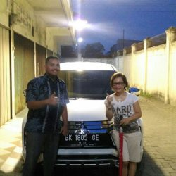 Foto Penyerahan Unit 4 Sales Marketing Mobil Dealer Mitsubishi Satrio
