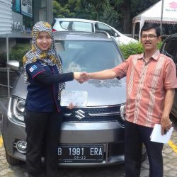 Foto Penyerahan Unit 4 Sales Marketing Mobil Dealer Suzuki Refni