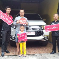 Foto Penyerahan Unit 4 Sales Marketing Mobil Dealer Suzuki Semarang Andreas