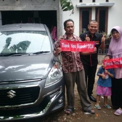 Foto Penyerahan Unit 4 Sales Marketing Mobil Dealer Suzuki Sofyan