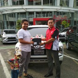 Foto Penyerahan Unit 5 Sales Marketing Mitsubishi By Surya