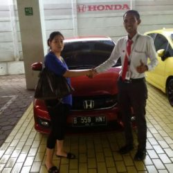 Foto Penyerahan Unit 5 Sales Marketing Mobil Dealer Honda Cibubur Yudi