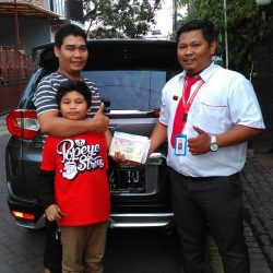 Foto Penyerahan Unit 5 Sales Marketing Mobil Dealer Honda Sidoarjo Rhizal