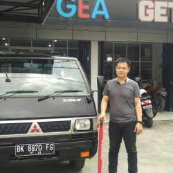 Foto Penyerahan Unit 5 Sales Marketing Mobil Dealer Mitsubishi Satrio