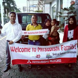 Foto Penyerahan Unit 5 Sales Marketing Mobil Dealer Mitsubishi Tasikmalaya Denis