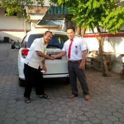 Foto Penyerahan Unit 6 Sales Marketing Mobil Dealer Honda Trenggalek Hendro