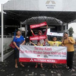 foto-penyerahan-unit-6-sales-marketing-mobil-dealer-mitsubishi-kediri-yuyun
