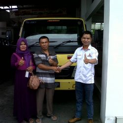 Foto Penyerahan Unit 6 Sales Marketing Mobil Dealer Mitsubishi Solo Agus