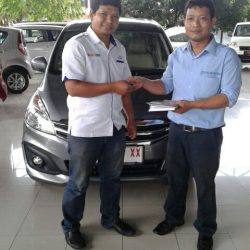 Foto Penyerahan Unit 6 Sales Marketing Mobil Dealer Suzuki Cirebon Hari