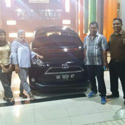 Foto Penyerahan Unit 6 Sales Marketing Mobil Dealer Toyota Jefri