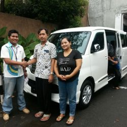 Foto Penyerahan Unit 7 Sales Marketing Mobil Dealer Daihatsu Tryastono