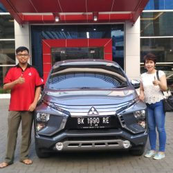 Foto Penyerahan Unit 7 Sales Marketing Mobil Dealer Mitsubishi Satrio