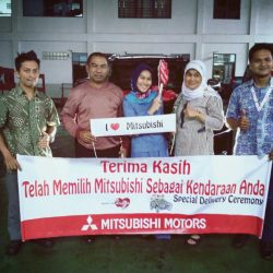 Foto Penyerahan Unit 7 Sales Marketing Mobil Dealer Mitsubishi Tasikmalaya Denis