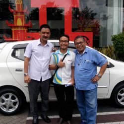 Foto Penyerahan Unit 8 Sales Marketing Mobil Dealer Daihatsu Jepara Arif