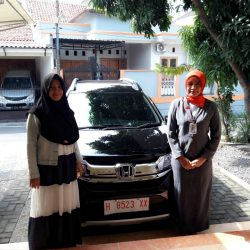 Foto Penyerahan Unit 8 Sales Marketing Mobil Dealer Honda Salatiga Irma