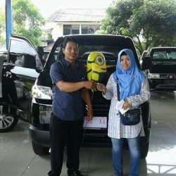 Foto Penyerahan Unit 8 Sales Marketing Mobil Dealer Suzuki Cirebon Hari