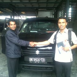 Foto Penyerahan Unit 8 Sales Marketing Mobil Dealer Suzuki Medan Leonard