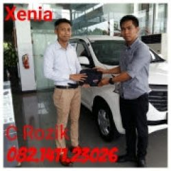 Foto Penyerahan Unit 9 Sales Marketing Mobil Dealer Daihatsu Rozik