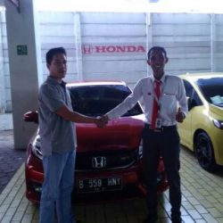 Foto Penyerahan Unit 9 Sales Marketing Mobil Dealer Honda Cibubur Yudi