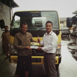 Foto Penyerahan Unit 9 Sales Marketing Mobil Dealer Mitsubishi Tasikmalaya Denis
