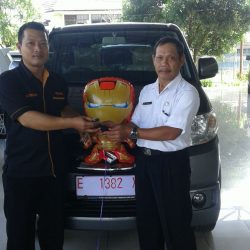 Foto Penyerahan Unit 9 Sales Marketing Mobil Dealer Suzuki Cirebon Hari