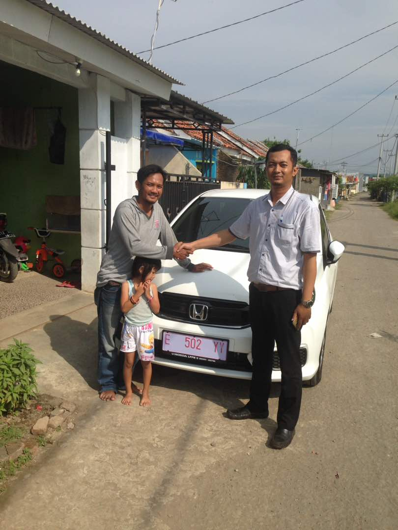 Foto Penyerahan Unit Sales Marketing Mobil Dealer Honda Cirebon Feri