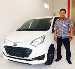 sales-marketing-mobil-dealer-daihatsu-lamongan-rohman