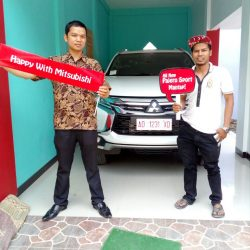 Foto Penyerahan Unit 20 Sales Marketing Mobil Dealer Mitsubishi Agus