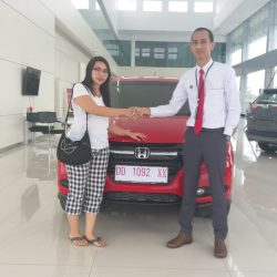 Foto Penyerahan Unit 10 Sales Marketing Mobil Dealer Honda Hasan